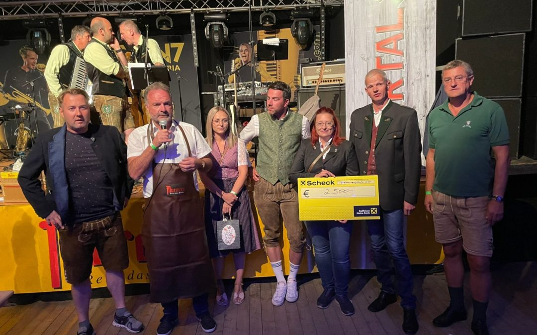 Benefizspiel des Club Steiermark und Oktoberfest am Fussballplatz in Weißkirchen …